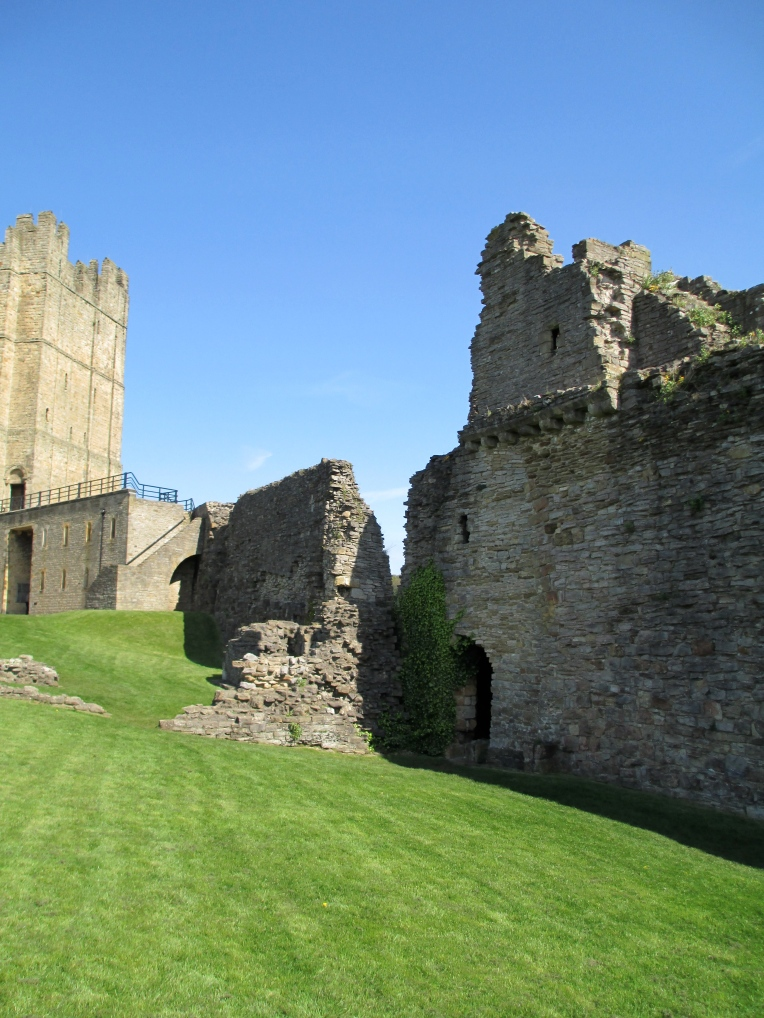 as richmond castle is one ive written about before i thought id provide the link to the previous post rather than write a new history - Single Wall Castle 2015